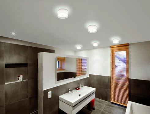 Badbeleuchtung mit mehreren Deckenleuchten, Yuma von Helestra
